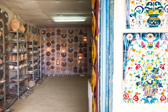 piccole botteghe dove acquistare artigianato tipico tunisino..mi raccomando contrattate sempre o penseranno di voi che non siate abili commercianti!!!