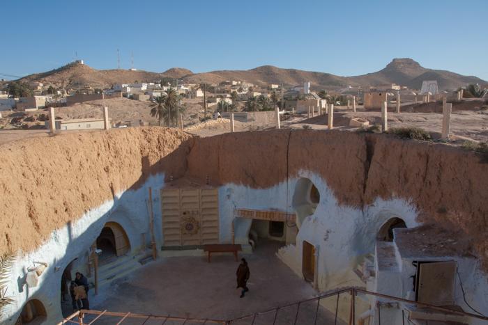 """Matmata, piccolo villaggio troglodita le cui case sono scavate sotto terra. qui è stato girato """"Guerre stellari"""""""