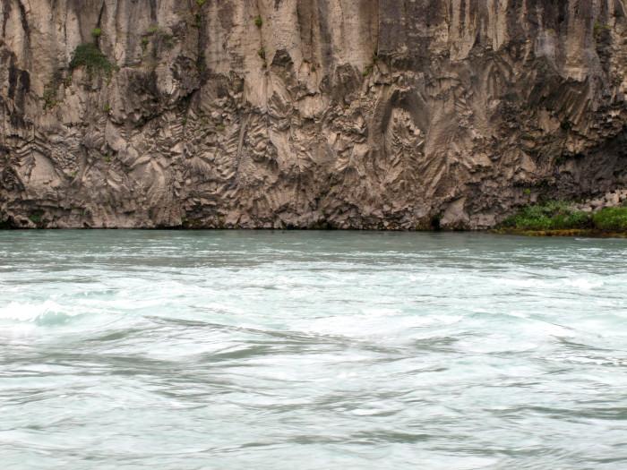 rocce lavorate dall'acqua vicino a Godafoss
